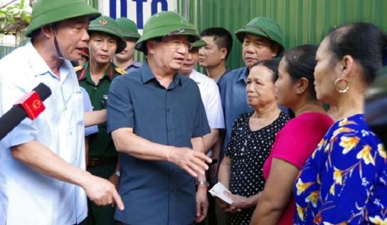 Phó Thủ tướng Trịnh Đình Dũng chỉ đạo khắc phục sạt lở ở Hòa Bình