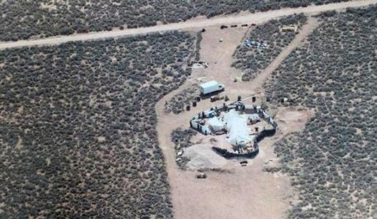 Tiết lộ chấn động vụ 11 trẻ em bị giam giữa sa mạc Mỹ