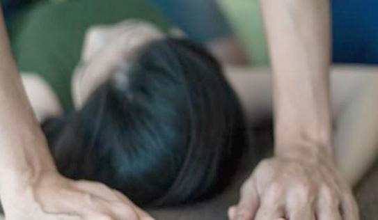 Giáo viên sốc nặng khi nữ sinh tiết lộ bị cha đẻ cưỡng bức suốt 5 năm: 'Ông ta đã làm điều không nên làm đối với em'