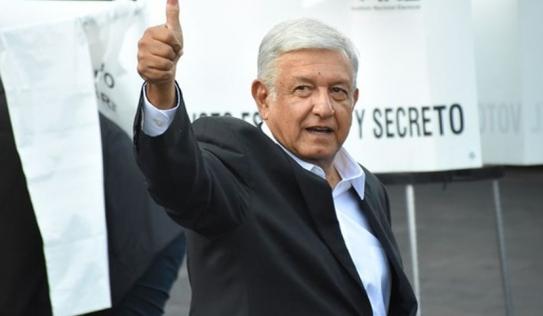 Đất nước còn nghèo đói, Tổng thống Mexico quyết định bán chuyên cơ, đi máy bay thương mại