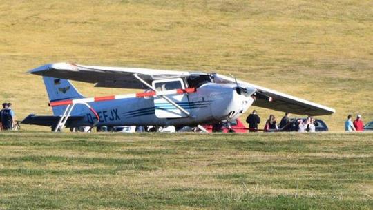 Máy bay rơi trúng đám đông, nhiều người chết