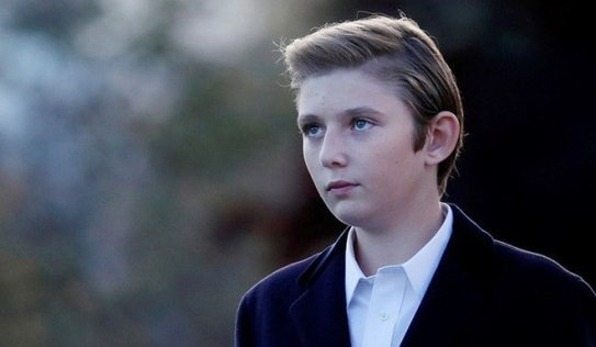 Gia đình Tổng thống Trump gây sốt khi xuất hiện cùng nhau nhưng 'soái ca' đẹp trai lạnh lùng này mới là tâm điểm