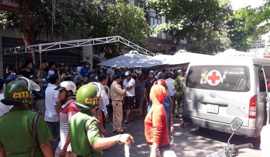 Ô tô tứ quý 6 tông vào đoàn người đưa tang ở Bình Thuận