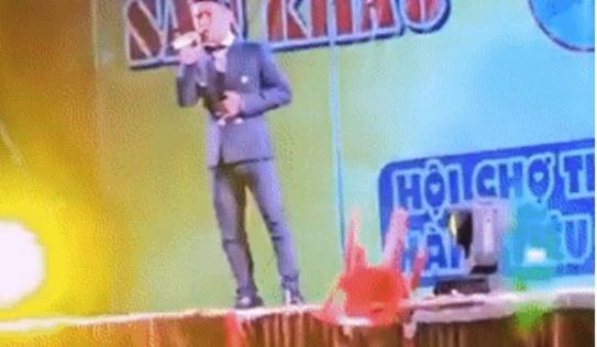 Ca sĩ Du Thiên bị khán giả ném ghế lên sân khấu trúng người