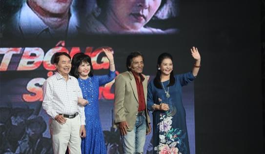 Dàn diễn viên 'biệt động Sài Gòn' tái hợp sau hơn 30 năm tại Ký ức vui vẻ