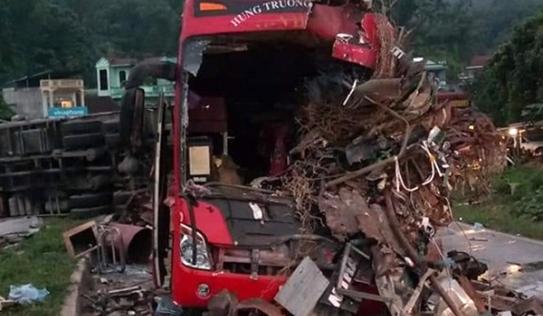 Thông tin bất ngờ về xe tải Lào gây tai nạn 3 người chết ở Hòa Bình