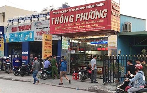 Hai kẻ nổ súng táo tợn cướp tiệm vàng tại Sài Gòn