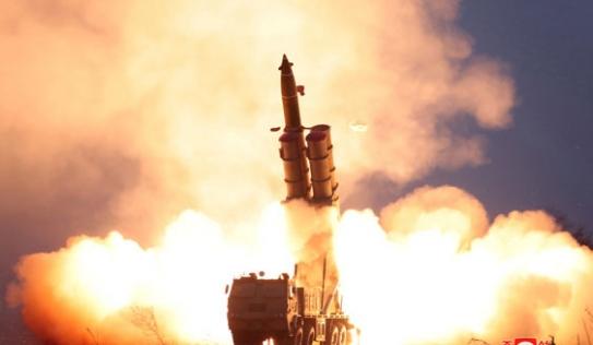Triều Tiên bất ngờ thử tên lửa để gây sức ép