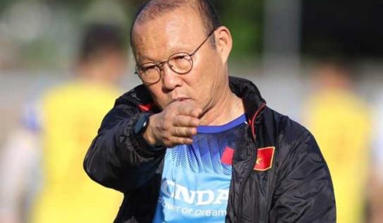 'Phù thủy' Park và HLV Nishino cùng cấm truyền thông đối thủ tác nghiệp