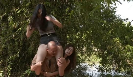 Cảnh quay bị chê phản cảm của  Anh Thư và bạn diễn trong 'Đại gia chân đất 9'