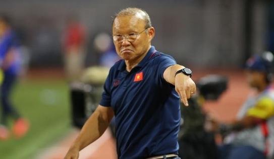 Thầy Park gặp sự cố, hành động thiếu tinh tế khi thiếu vắng 'cánh tay phải'