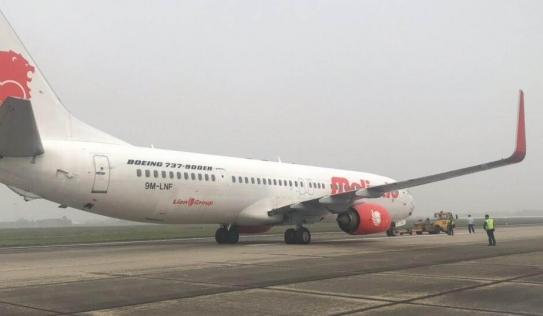 Máy bay gặp sự cố, phải hạ cánh khẩn cấp tại sân bay Nội Bài