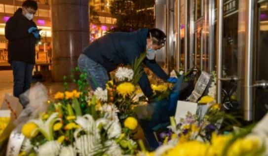 Cảnh sát qua đời ở tuổi 49 vì kiệt sức sau nhiều ngày làm việc chống virus corona