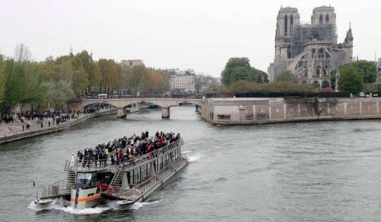 Tổng thống Pháp muốn xây lại Nhà thờ Đức Bà Paris trong 5 năm