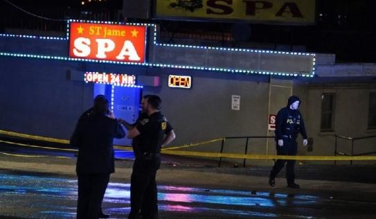 Người Mỹ gốc Á lo sợ sau loạt vụ xả súng nhằm vào tiệm massage