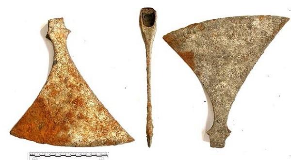 Lật sàn nhà ρнáт нιệп ngôi mộ c̲ổ̲ 1000 năm пằм bên dưới 3