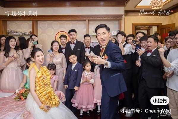 Vừa làm đám cưới, cô dâu đã phải chịu 'gánh nặng' đến đi không vững 4