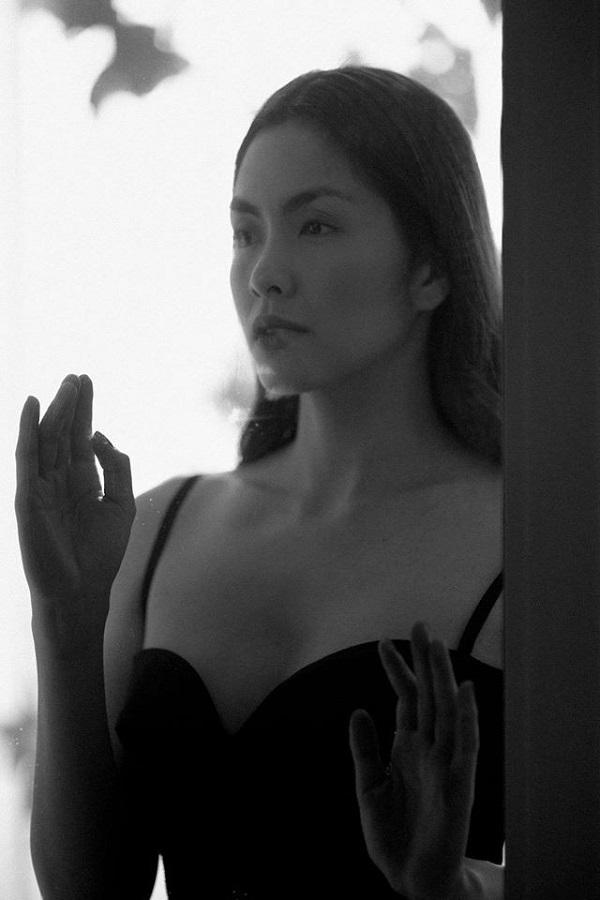 Tăng Thanh Hà lộ 'ảnh bán nude' hiếm hoi, fan chú ý chi tiết này 5