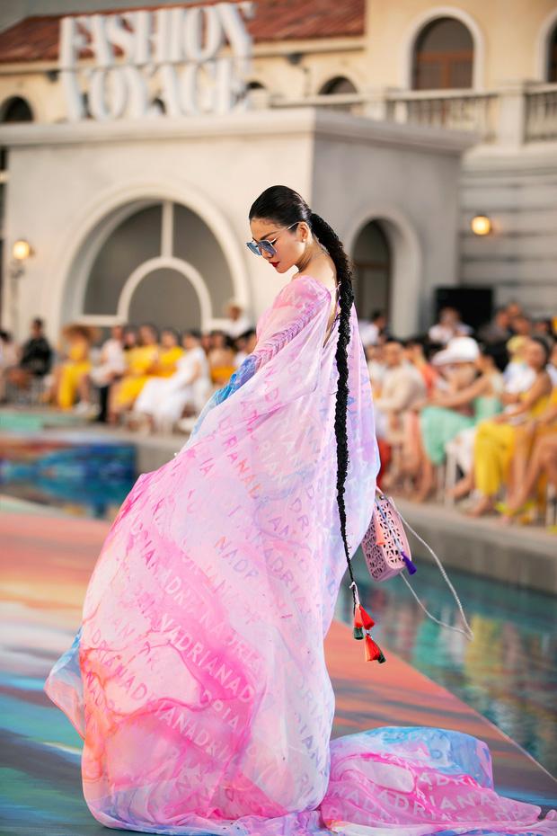 Fashion Voyage kết thúc đầy ấn tượng với BST Daydreamer của NTK Adrian Anh Tuấn 2