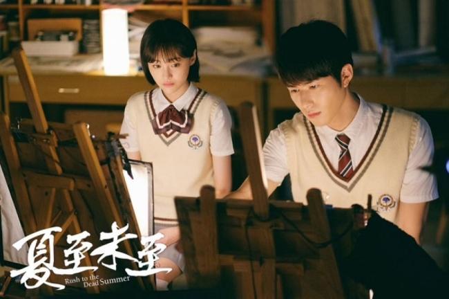 Hết bị tố 'đạo' poster phim Penthouse, MV mới của Phí Phương Anh lại có dấu hiệu 'mượn' tạo hình phim của Trịnh Sảng 4