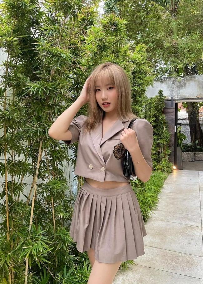 Hết học làm người lớn, hotgirl Tiktok 17 tuổi Lê Thị Khánh Huyền lại quay sang triết lý ʏêυ đương -