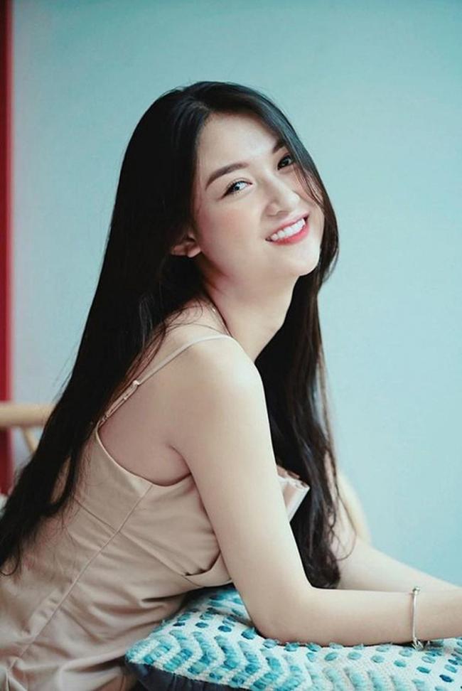 Soi chân dung của hotgirl Vũ Thị Anh Thư thi Hoa hậu Việt Nam 12