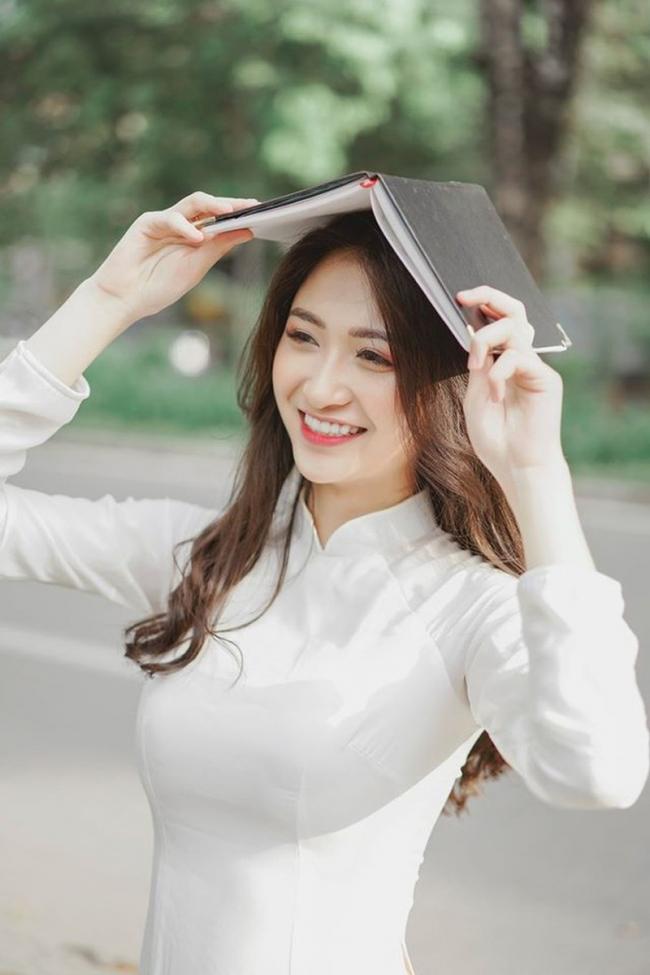 Soi chân dung của hotgirl Vũ Thị Anh Thư thi Hoa hậu Việt Nam 1