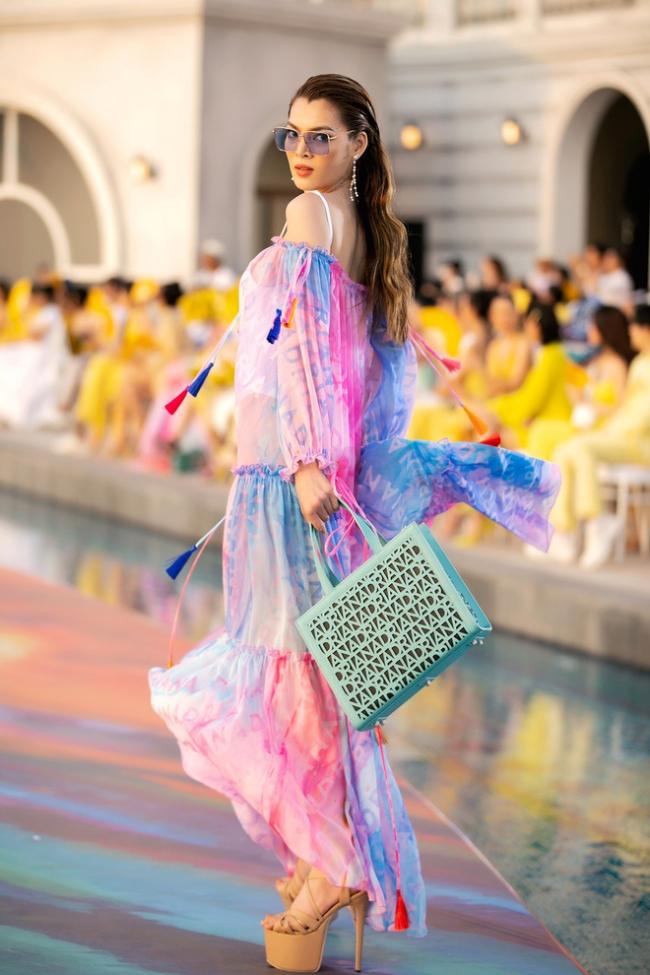 Fashion Voyage kết thúc đầy ấn tượng với BST Daydreamer của NTK Adrian Anh Tuấn 10