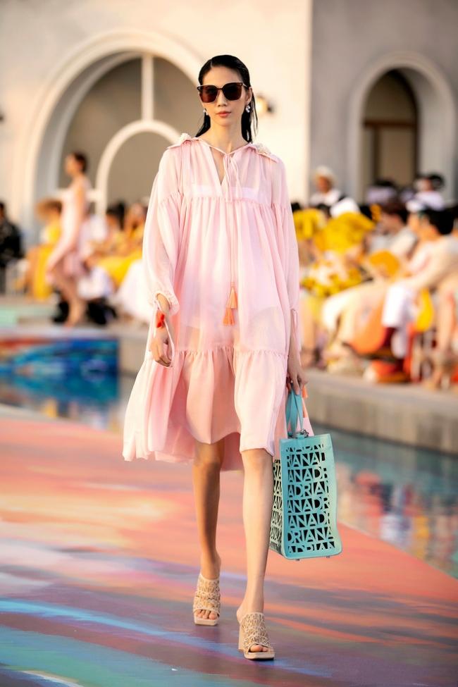 Fashion Voyage kết thúc đầy ấn tượng với BST Daydreamer của NTK Adrian Anh Tuấn 9