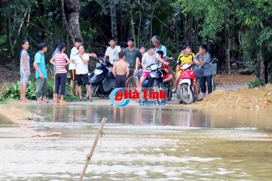 Hà Tĩnh: Hai học sinh chết vì mưa lũ