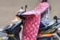 """Mốt mặc """"chăn"""" đi xe máy gây sốt thị trường Hà Nội"""
