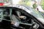Phụ huynh tá hỏa khi ô tô bị đập vỡ kính, mất cắp trước cổng trường mầm non