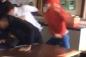3 nam sinh hỗn chiến giữa lớp học vì đánh cô giáo