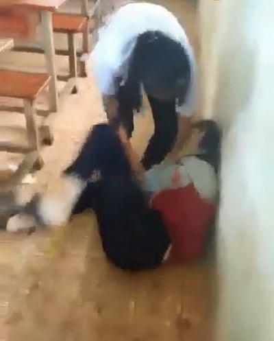 Hình ảnh Xem xét kỷ luật nhóm nữ sinh đánh nhau trong lớp học vì ghen tuông số 1