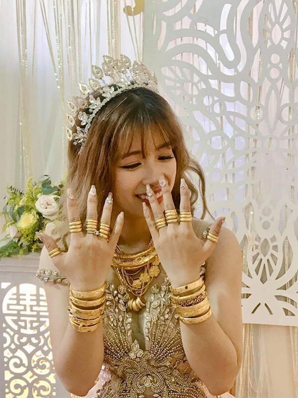 Xuất hiện thêm cô dâu vàng đeo trĩu người ngày cưới 2