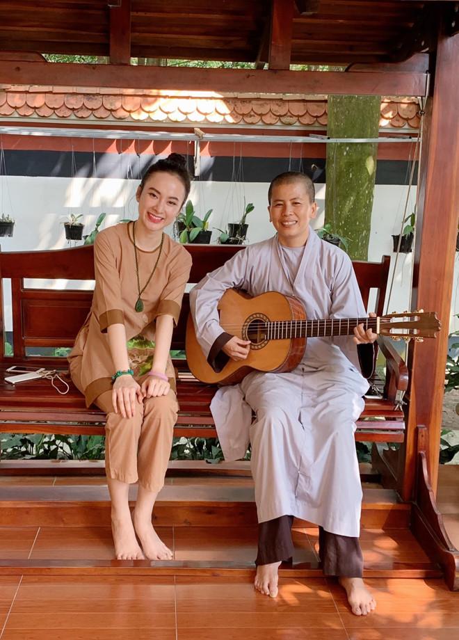 Xôn xao hình ảnh Angela Phương Trinh nương nhờ cửa Phật, rời showbiz 4