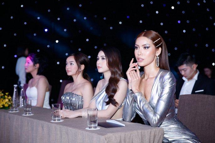 Minh Tú 'đốt mắt' với bộ váy hững hờ khoe vòng 1 3
