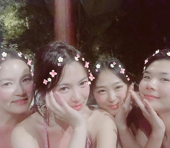 Song Hye Kyo khoe thân hình nõn nà với bikini 1