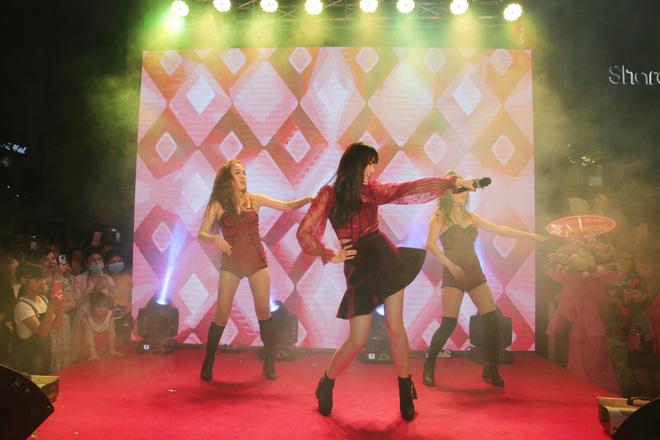 Hari Won diện áo lộ nội y khoe vũ đạo nóng bỏng 4