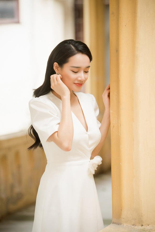 Xuất hiện tại Hà Nội, Nhã Phương gây chú ý với nhan sắc lạ 4