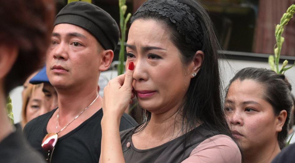 Người thân, nghệ sĩ bật khóc trong lễ di quan Anh Vũ 7
