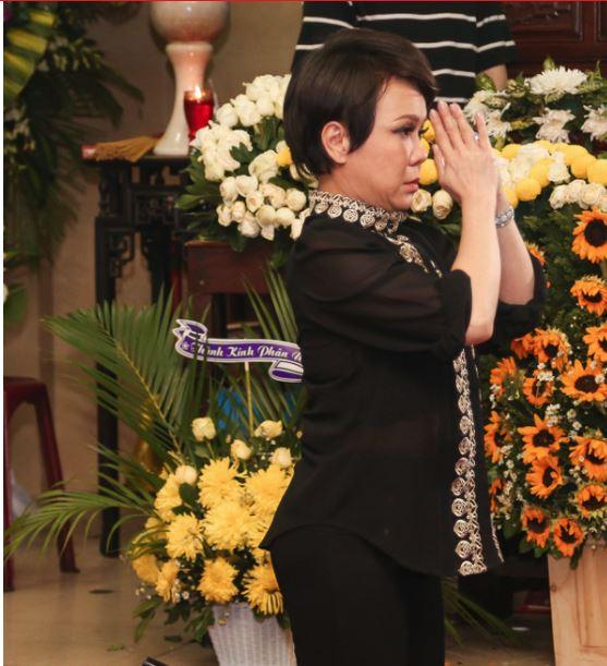Trường Giang vội vã đến viếng đám tang Anh Vũ trong đêm  2