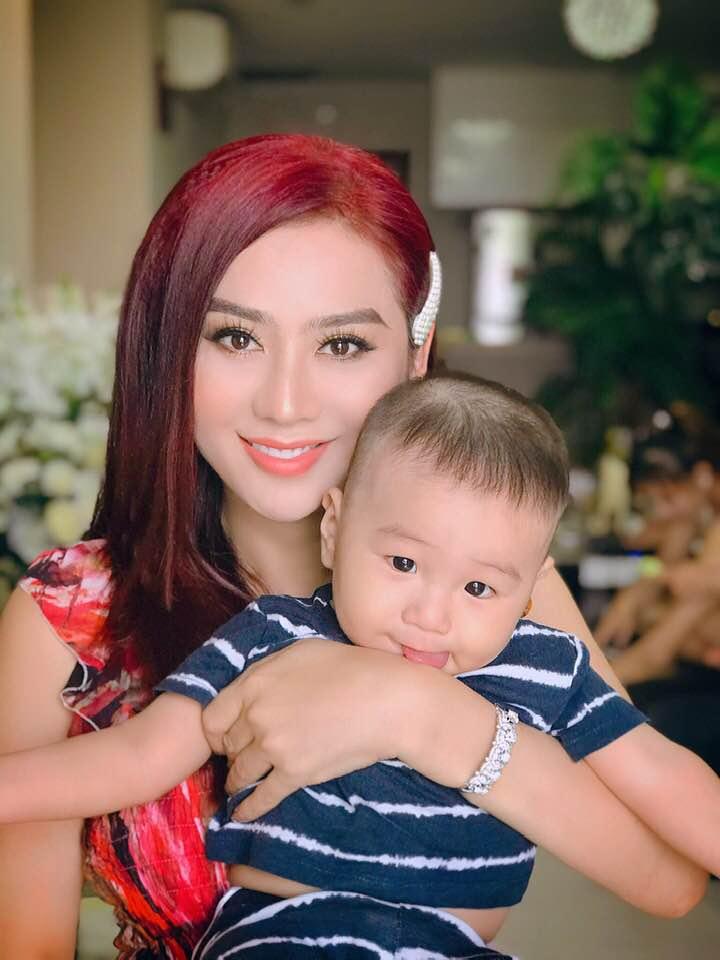 Lâm Khánh Chi khoe nhan sắc lên hương bên con trai khiến fan trầm trồ 1