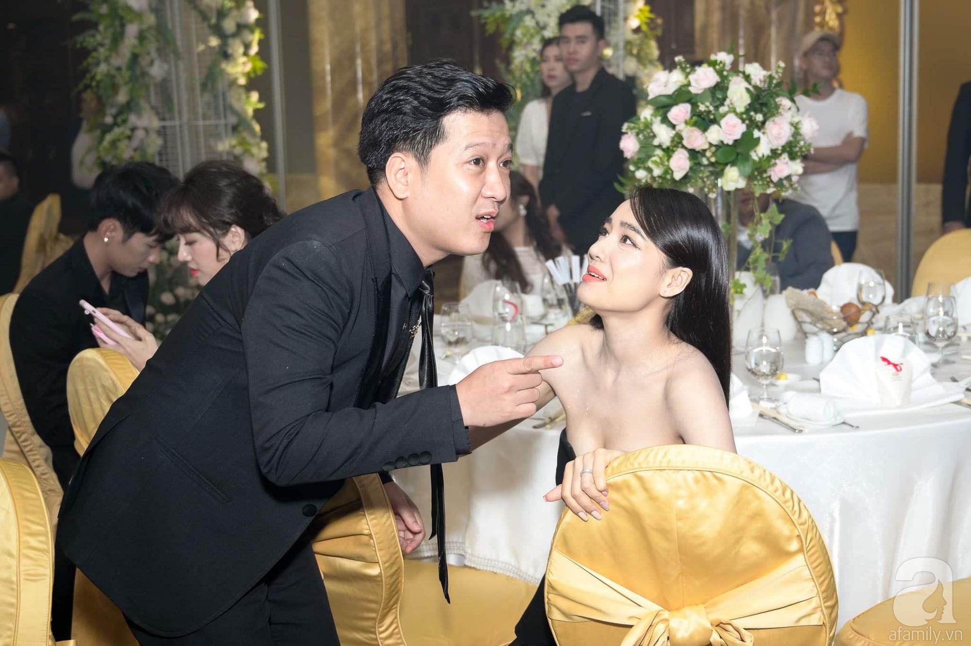 Thái độ khó hiểu của Nhã Phương, Hari Won khi đụng độ tại đám cưới 3