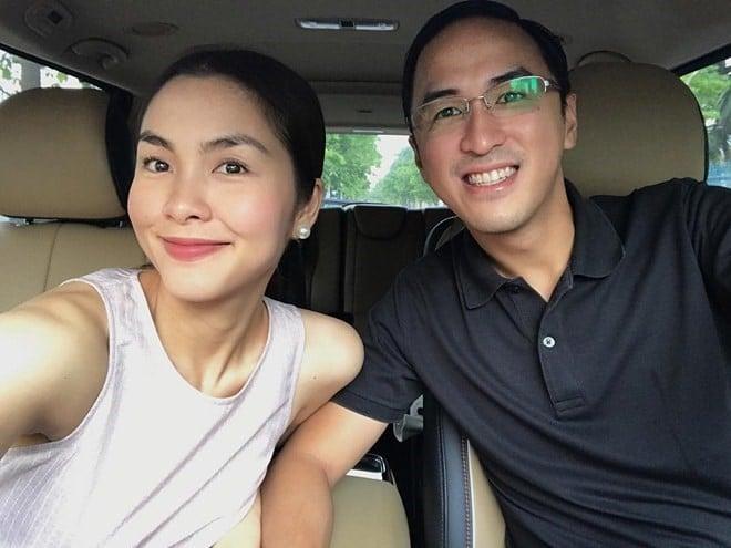 Louis Nguyễn yêu Hà Tăng đến mức lôi ảnh vợ ra ngắm 2