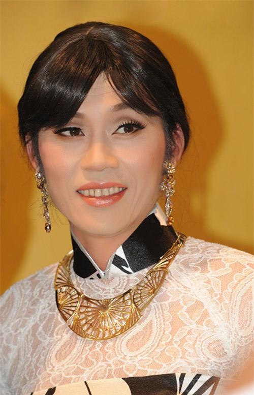 Danh hài Hoài Linh phá bỏ 'lời thề' trong show có con nuôi Hoài Lâm 1