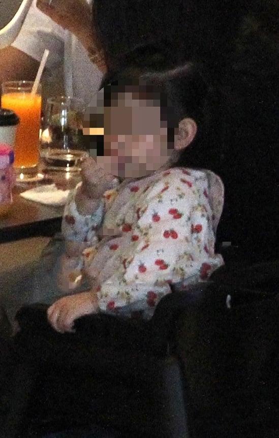 Lộ ảnh Hoắc Kiến Hoa đưa Lâm Tâm Như và con gái đi ăn 3