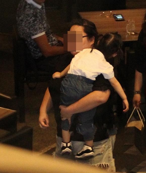 Lộ ảnh Hoắc Kiến Hoa đưa Lâm Tâm Như và con gái đi ăn 2