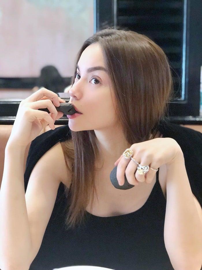 Hồ Ngọc Hà khiến fan ngỡ ngàng với sở thích sưu tập nhẫn kim cương 'khủng' 2