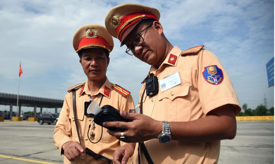 CSGT ra quân, dùng camera đeo cổ giám sát toàn bộ quá trình thi hành công vụ 2
